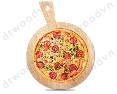 Round cutting board with beveled handle